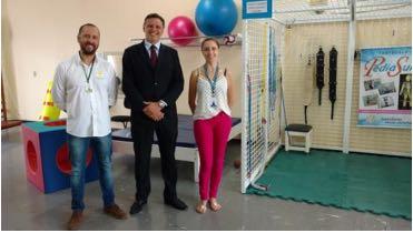 C:\Users\Fernanda\Downloads\Dr. Marcus Hauschild, fisioterapeuta APAE Taio e Lia Zomer, orientadora pedagogica.jpg