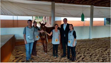 C:\Users\Fernanda\Desktop\apaes\Equoterapia APAE chapeco. Rafael Geler Fisio,Pedagogas, Marcos e Anieli Costa, Fisio.jpg