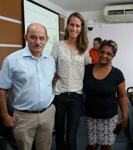 A imagem pode conter: 4 pessoas, pessoas sorrindo, pessoas em pé